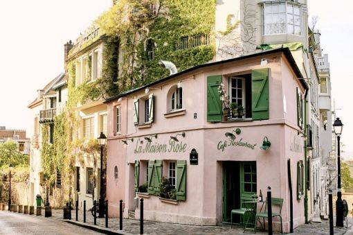 Photo for: Must Dine Destinations in Paris for a Film Buff